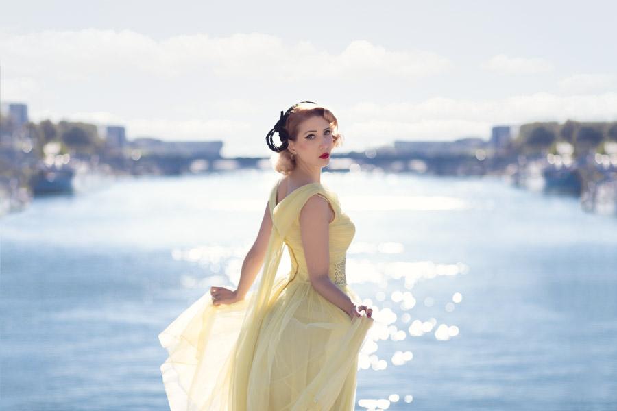 Séance portrait robe vintage à Paris